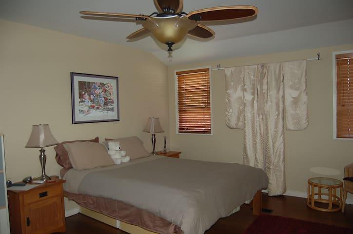 Quiet rooms, private bath & TV room