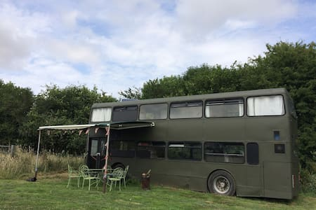 Amazing 3 Double Bedroom Double Decker Bus - Sturminster Marshall - 露营车/房车