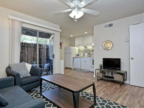 Cozy East Side Condo minutes from SoCo & Downtown