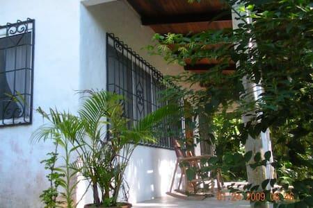 Casa Buena Vista B & B Cottage - Manuel Antonio - Blockhütte