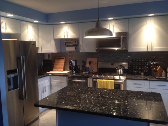 Newly renovated room in 2BR/1BTH - Philadelphia - Apto. en complejo residencial