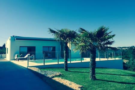 Cecile's Villa (minimum 3 days) - Alfeizerão