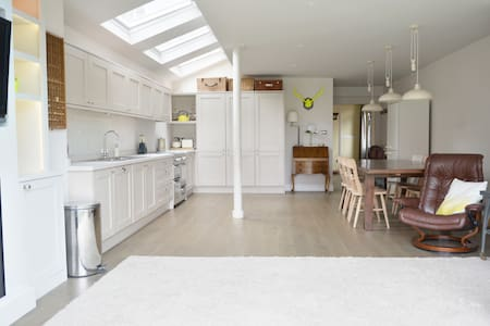 Spacious 3 bedroom Victorian home in Thames Ditton - Thames Ditton