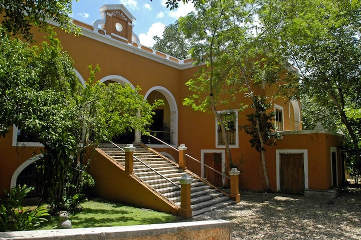 Itzincab: Lovely Hacienda 30 mins from Merida