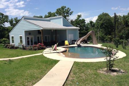 A&M Guest House w/Pool - B&B