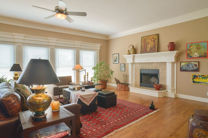 Spacious private room, golf course