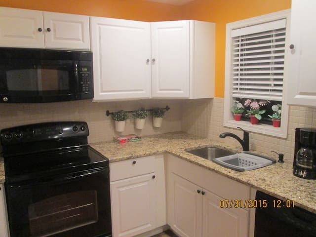 Homey Vacation Rental - 3 Bedrooms - Port Saint Lucie - Casa