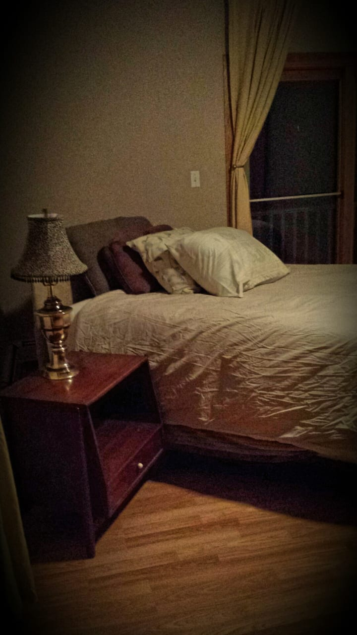 Walk to Ruby Hospital & Stadium-Queen Bed Upstairs