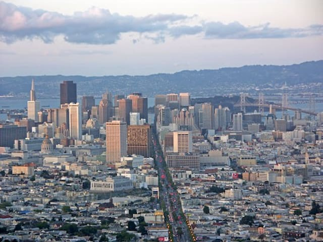 Modern (Two Beds & Private Bath) - San Francisco - Condominium