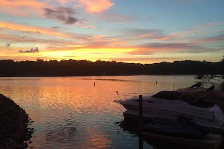 Lake Wylie Getaway.  Pool!  Hottub!  Lake Access! - Charlotte