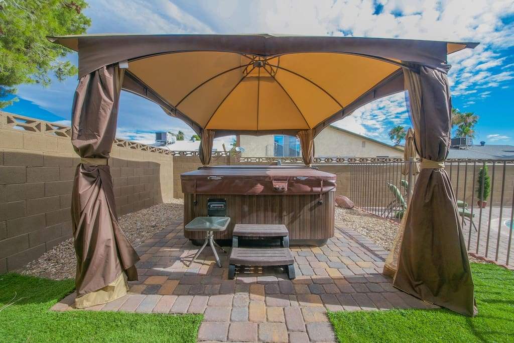 Large heated pool with brand new 7 person high-end, LED lighted with volcano waterfall Jacuzzi Spa