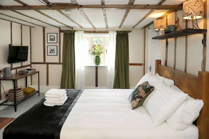 18th Century Farmhouse B&B - The Cottage Room