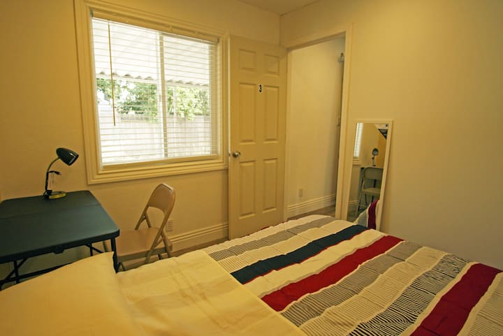 Great location 880/84, comfy queen size bed #3