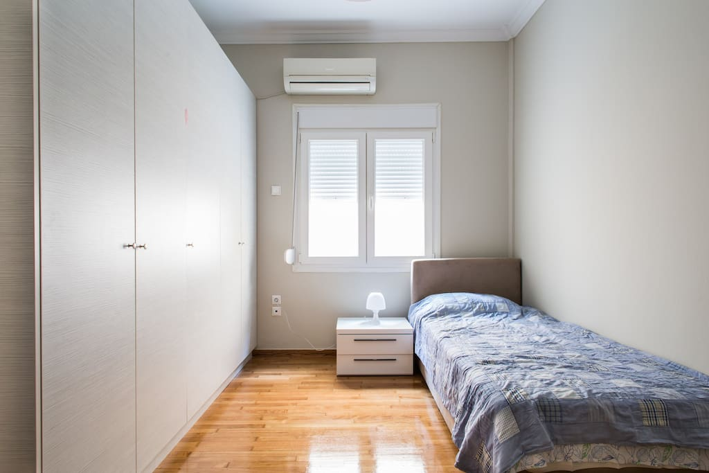 The single-bed bedroom