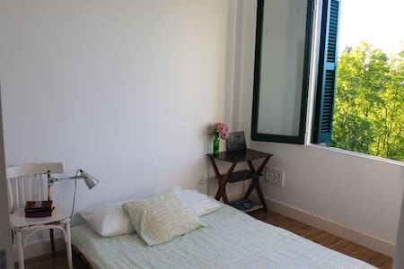 Beautiful room in centric villa - Donostia - วิลล่า