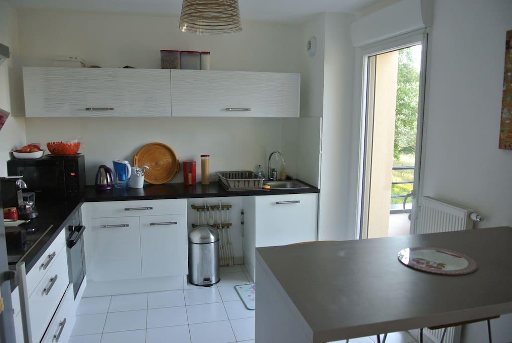 cuisine équipée avec lave vaisselle et terrasse