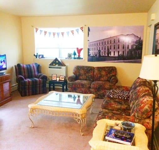 Well Kept 1 Bedroom Apartment - Collingswood - Byt