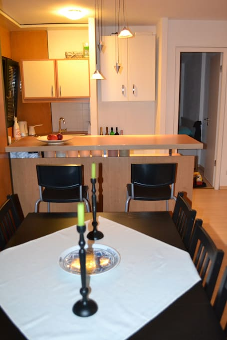 Dining table, suitable for 6 guests