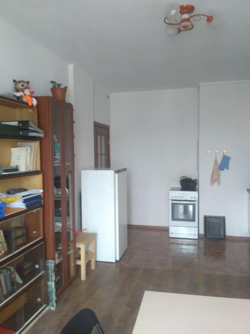 Взгляд из гостиной в сторону кухонной зоны
