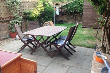 3 bedroom House in Bedford - Bedford - Дом