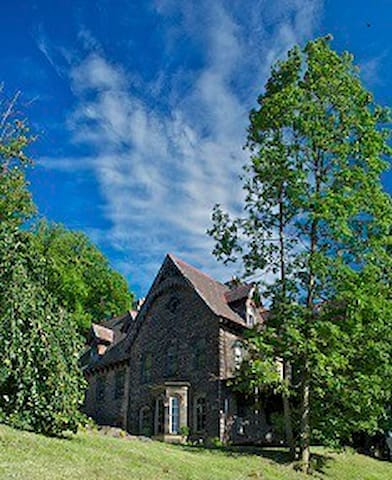 Bed & breakfast -Gothic manor house - Wilkinsburg