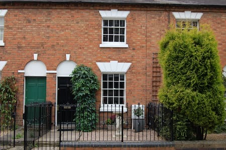 Fair Haven Cottage in heart of Stratford town