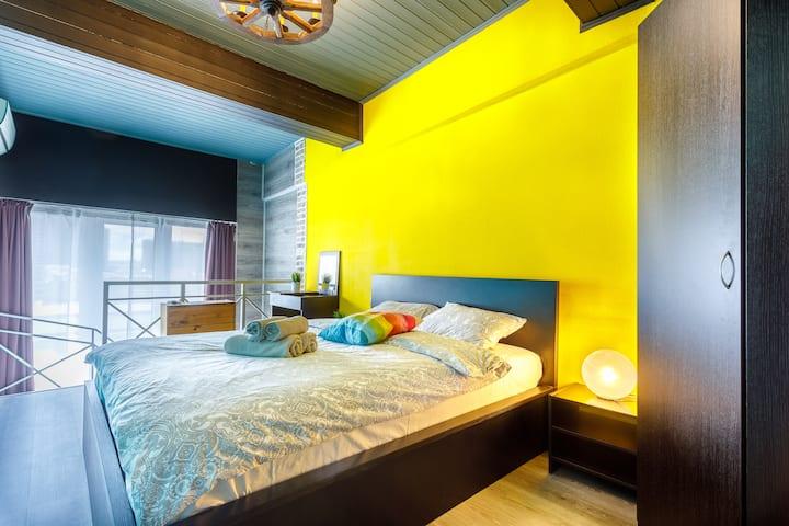 Яркие апартаменты с джакузи!
