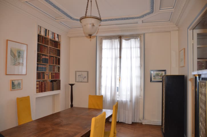 Chambre simple,1 personne, appartement Haussmanien