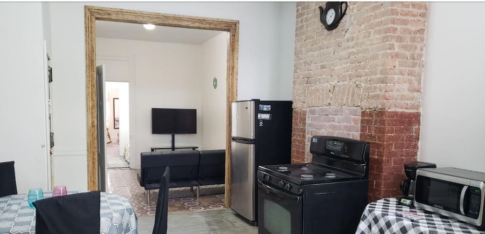2 bed.Full apartment. L Train.15 min away from NYC