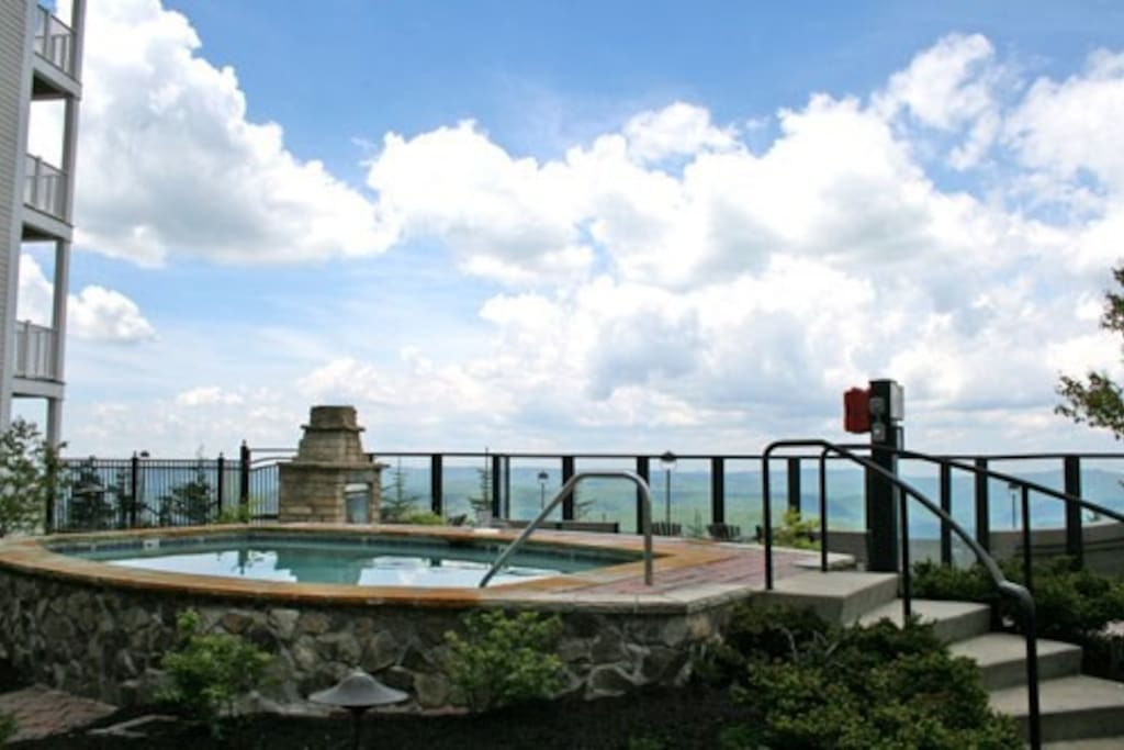 Can you have a better view for a hot tub? Watch the sunset over the mountains.