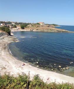 View to Vassiliko beach & church - Царево, Василико - 公寓