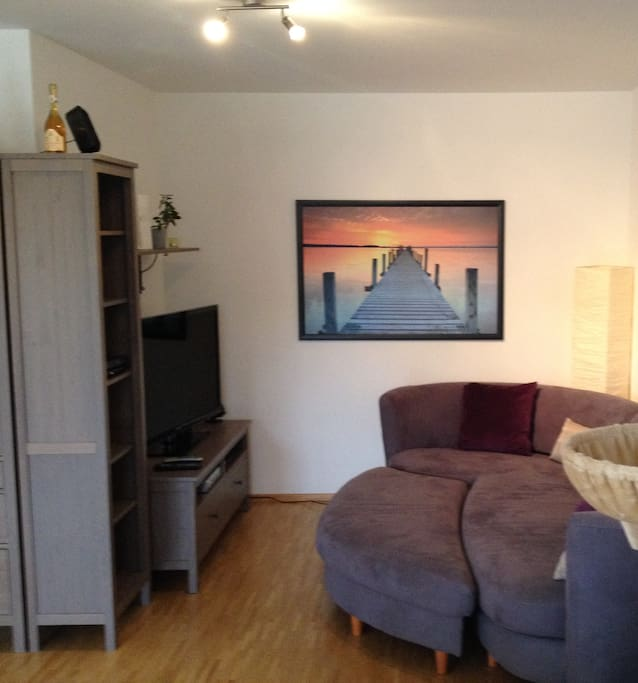 Large couch with big flatscreen TV, incl. Sky