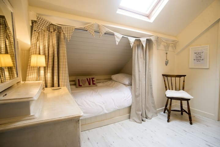The fourth bedroom is on the mezzanine, set between the master bedroom and the twin bedroom. Children and even some adults just love sleeping in here, its a full-length single.