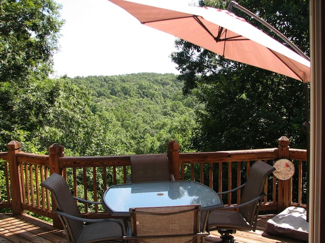 Private room in secluded house in the woods - Dahlonega - Rumah
