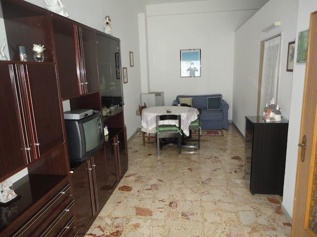 CASA ARREDATA MANFREDONIA CON 4 POSTI LETTO - Manfredonia - House