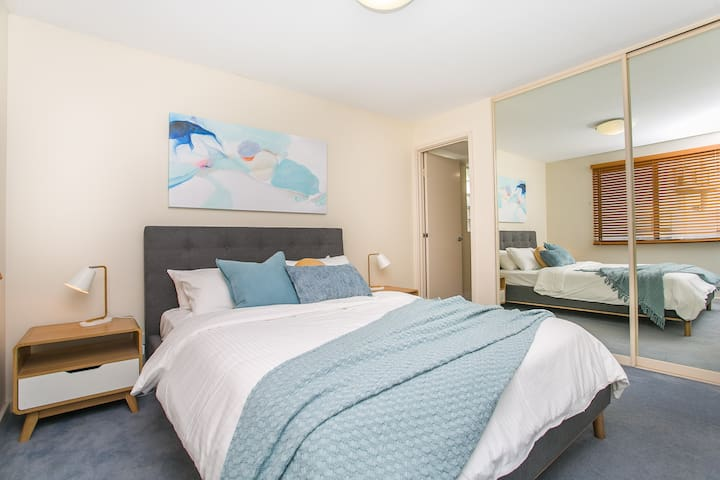 Isolation Ready. Grocery Delivery. Riverside with Resort Style Facilities. Close to Burswood Casino, Optus Stadium, Airport, City. Free Parking.