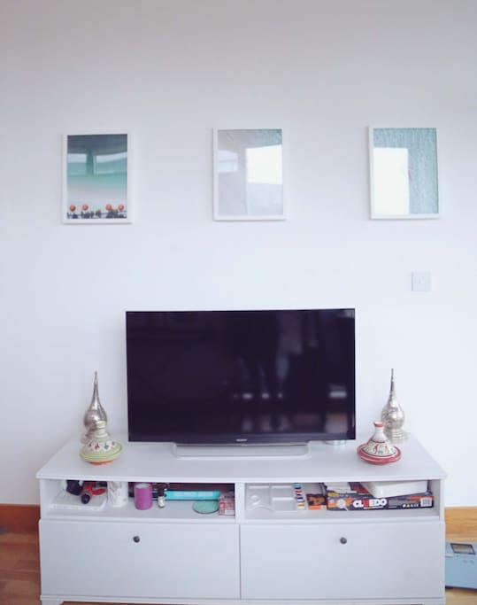 Connect to the TV using chrome cast
