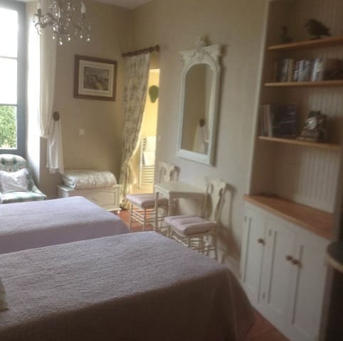 'Madeleine' Studio suite - Chateau la Roussille - Vindrac-Alayrac - Bed & Breakfast