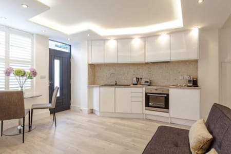 New luxury apartment with Jacuzzi bath - sleeps 4 - Harrogate