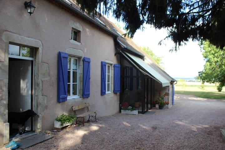 Chambre famille  en corps de ferme - Effiat - Hus