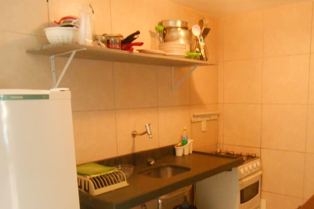 cozinha completa com equipamento completo