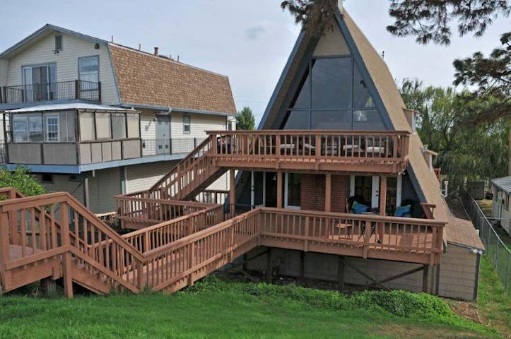 XL Water Front Vacation Cabin