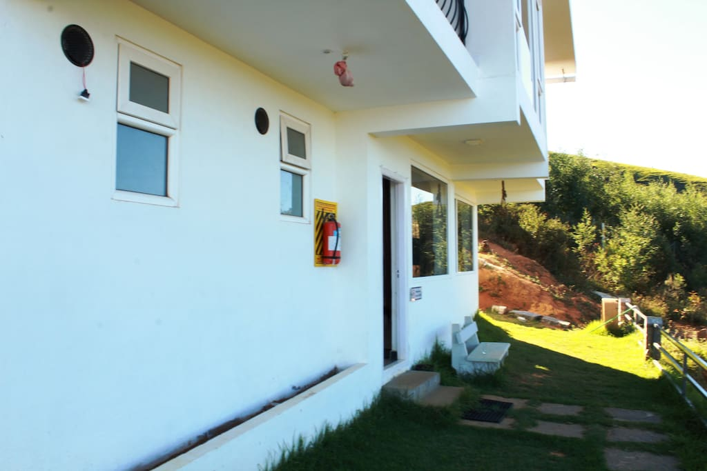 Frontage & Sit out Lawn : Max