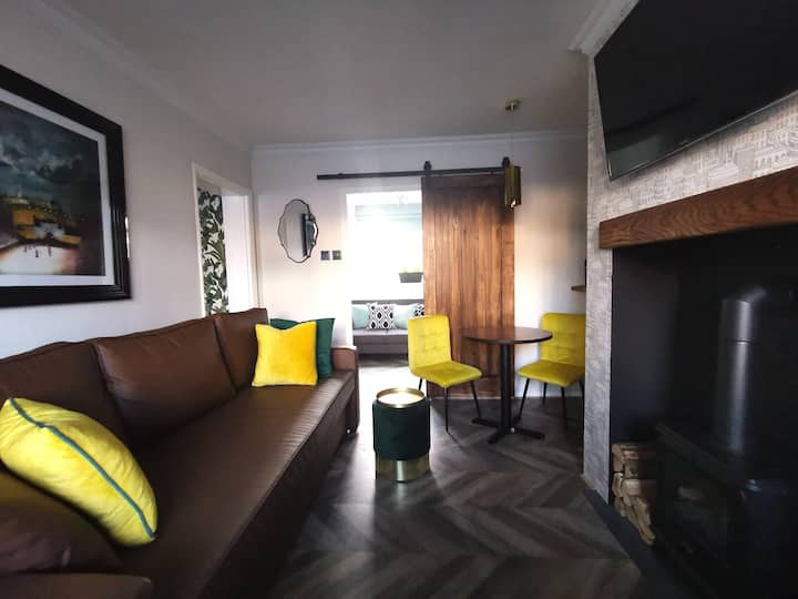 City Centre 2-Bedroom Hygge Flat with Free Parking