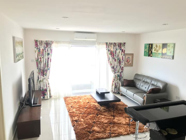 Luxury 2bedroom fully furnished Apt at the Gallery