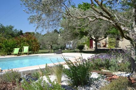 Villa dans les Alpilles & piscine - Fontvieille