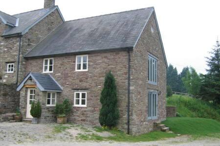 Glyn Farm Granary near Hay-on-Wye - Builth Wells