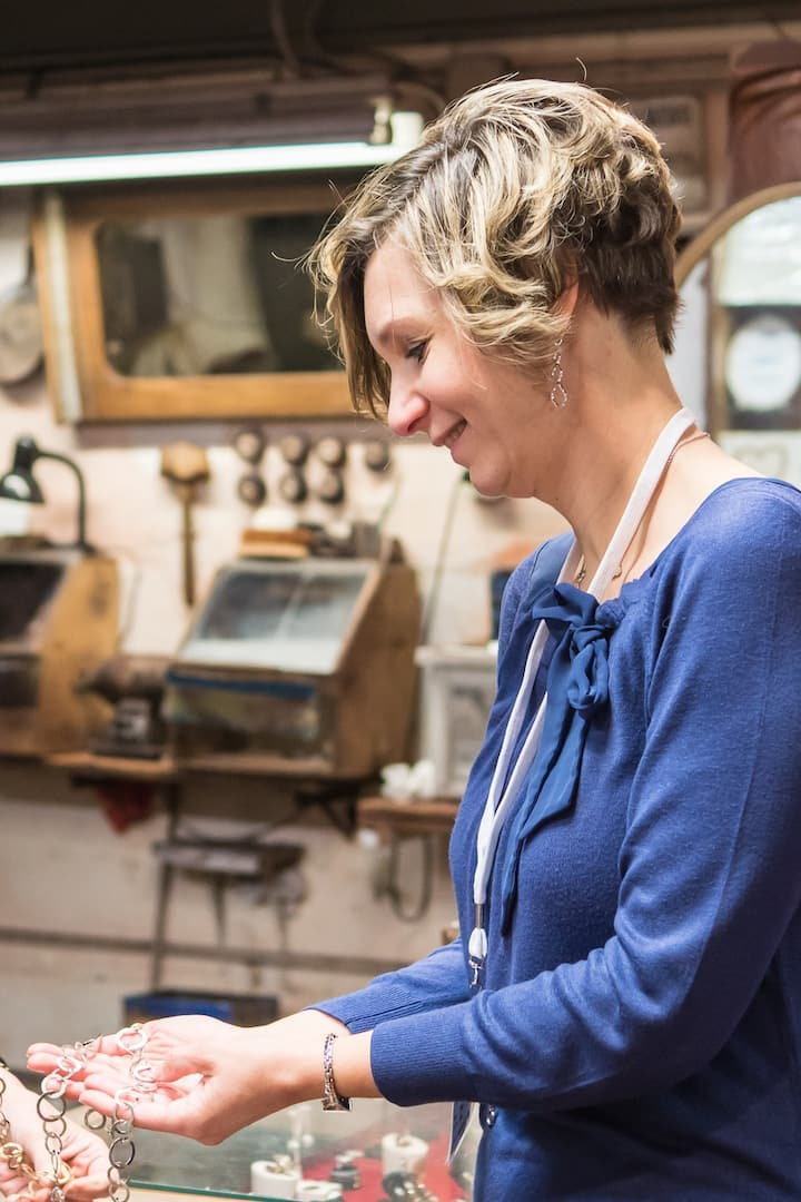 Visiting traditional goldsmith workshop