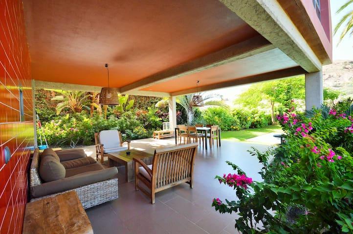Exclusive sunny golf course corner villa with pool - San Bartolomé de Tirajana - วิลล่า