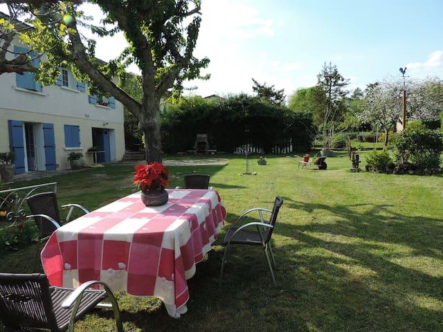 Gîte campagnard au calme proche de Bergerac